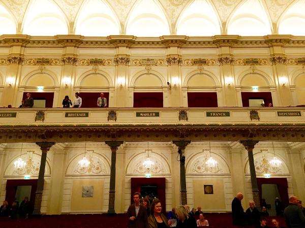 Grote Zaal in het Concertgebouw (spot Bruckner!)