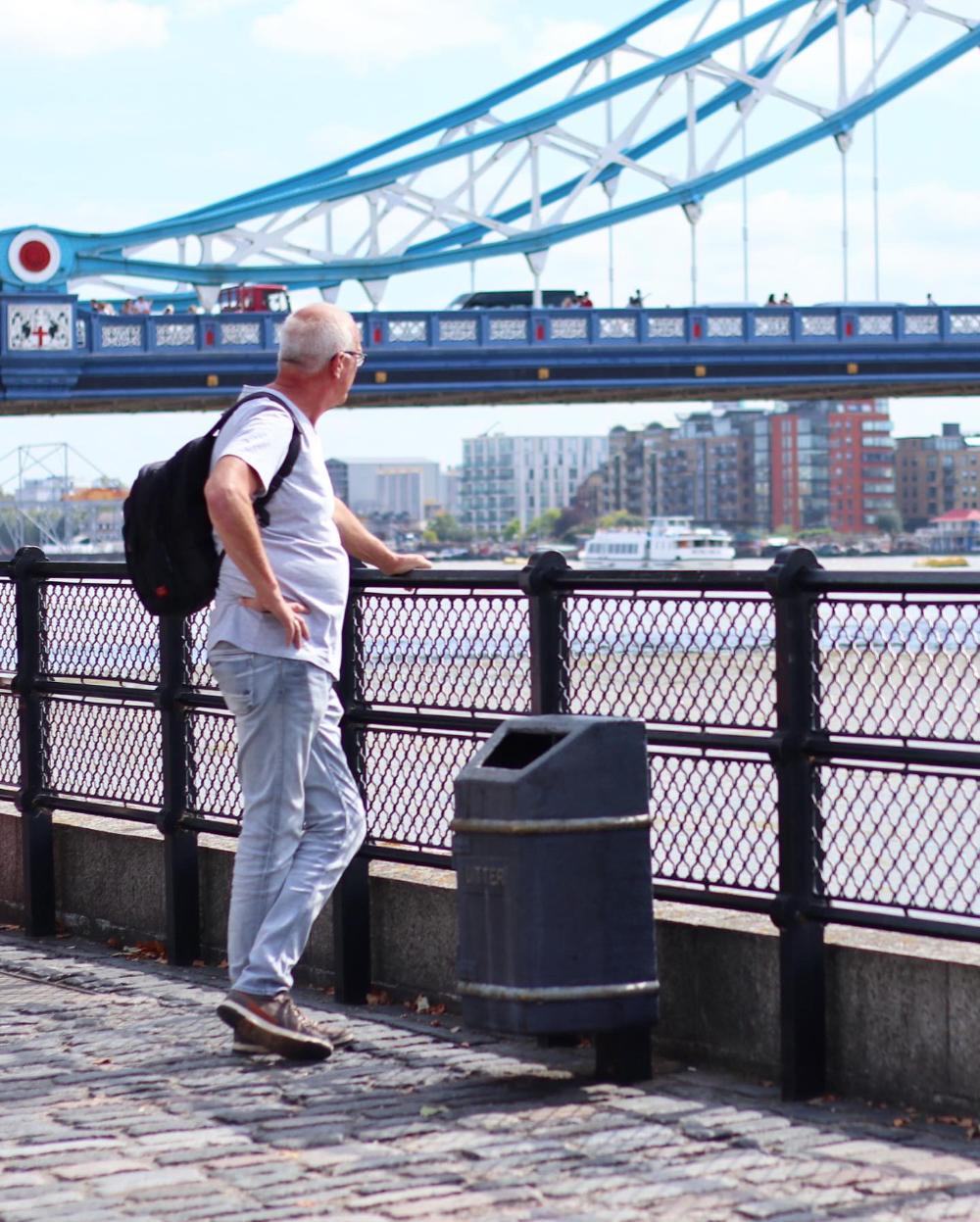 Papa bij Tower Bridge